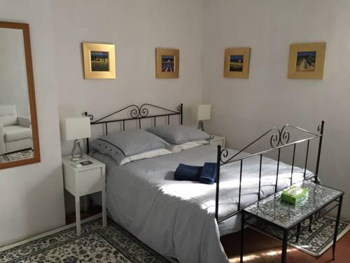 Stone House Gite : Guest accommodation near Azillanet