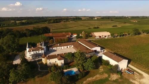 Gîte Château de Seguin : Guest accommodation near Créon