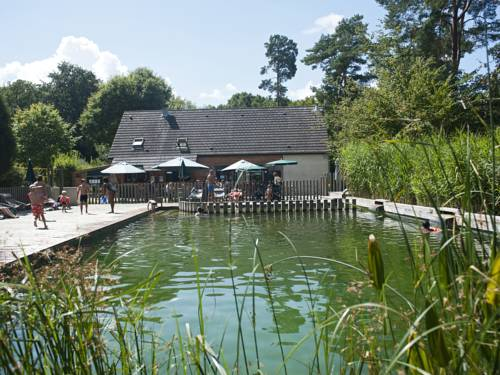 Huttopia Rambouillet : Guest accommodation near Orcemont
