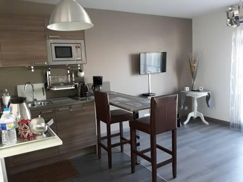 Le Cos'y Appart Hôtel : Apartment near Livry-Gargan