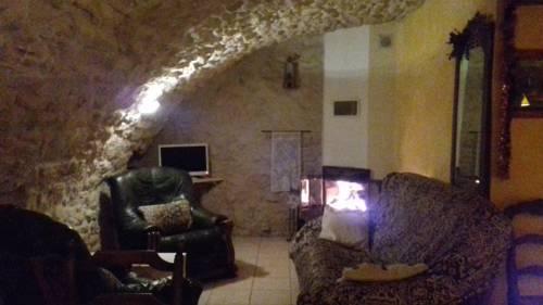 Grange Voutée avec jardin : Guest accommodation near Saint-Maime