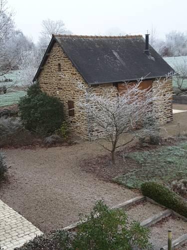 Manoir le Courtillon : Bed and Breakfast near Bruz