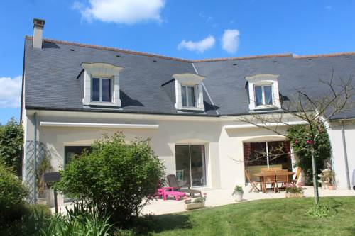 Le Clos Des Roses : Bed and Breakfast near Chargé