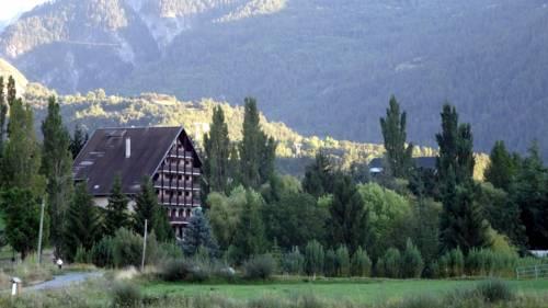Hotel Restaurant Les Barnieres : Hotel near Eygliers