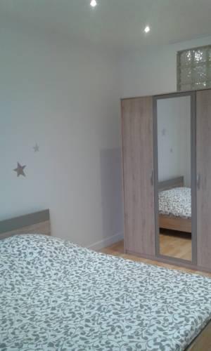 Giraud les lilas : Apartment near Les Lilas