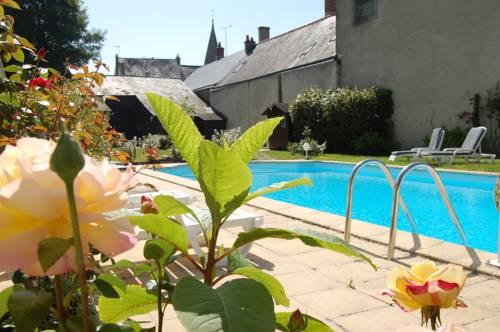 Le Cheval Blanc : Hotel near Saint-Martin-le-Beau