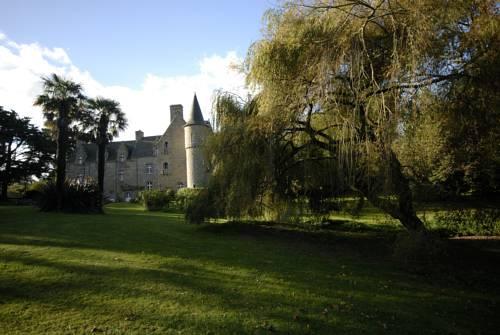 Château de Kergouanton : Bed and Breakfast near Kermaria-Sulard