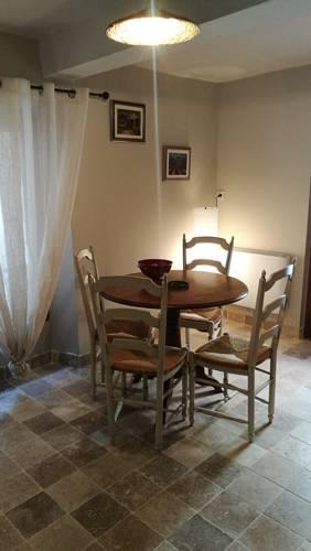 La petite maison : Guest accommodation near Entrepierres