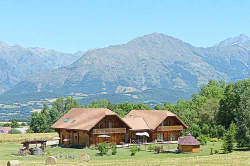 Le Chalet Des Alpages : Bed and Breakfast near Saint-Bonnet-en-Champsaur