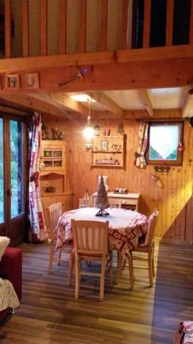 Chalet Breguet : Guest accommodation near Saint-Pons
