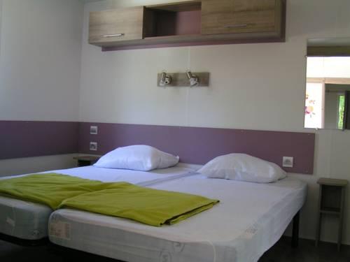 Camping de la Fouquerie : Guest accommodation near Saint-Georges-des-Groseillers