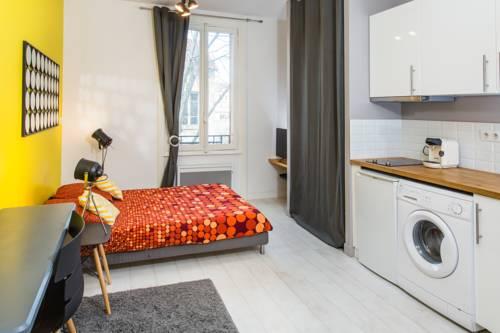 Appartements Lumière : Apartment near Vénissieux