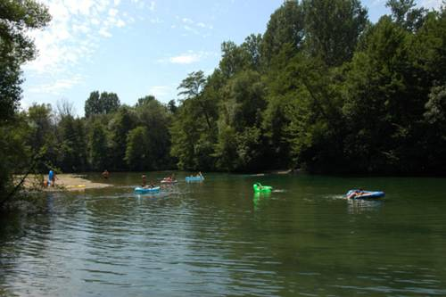Camping Le Chassezac : Guest accommodation near Saint-Alban-Auriolles