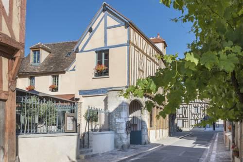 Relais du Silence Aux Vieux Remparts : Hotel near Courchamp