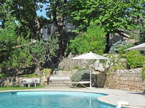 Domaine Clos St Peire : Guest accommodation near Montferrat