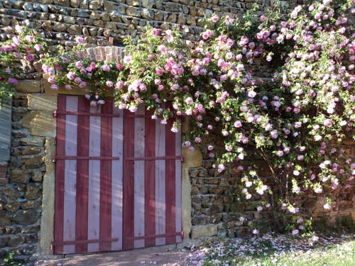 Chambres d'Hôtes La Vie en Roses : Bed and Breakfast near Avrilly