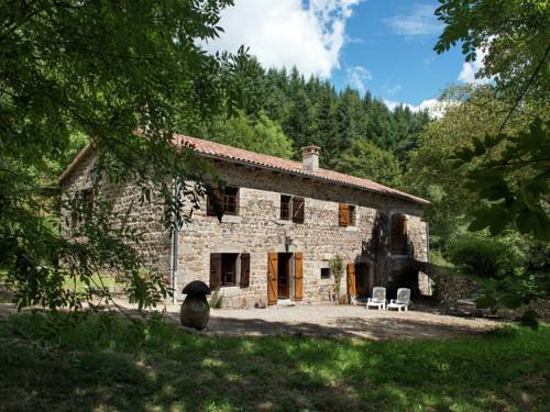 A Beautiful Stone farmhouse : Guest accommodation near Saint-Julien-Vocance