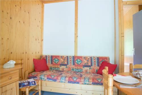 Village de Gîtes des Chalets du Camping du Golf : Guest accommodation near Saint-Saturnin