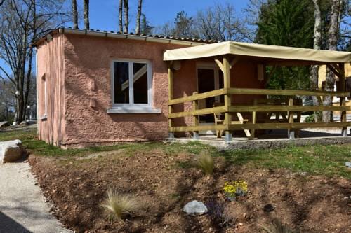 Village Vacances Gites la Cheneraie : Guest accommodation near Cours