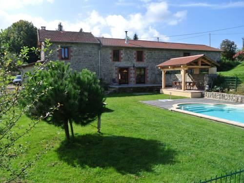 Vue Pierres Et Piscine En Auvergne : Guest accommodation near Ferrières-sur-Sichon