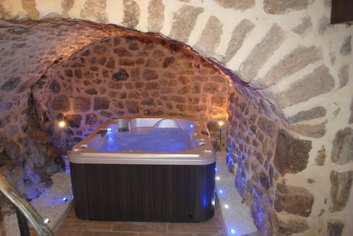 Chez Marinou : Bed and Breakfast near Chirols