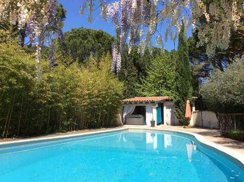 La Bastide des Pins : Bed and Breakfast near Castillon-du-Gard