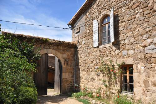 Auberge Longue Vie : Bed and Breakfast near Bozas