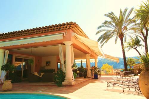 Villa avec piscine : Guest accommodation near Gattières