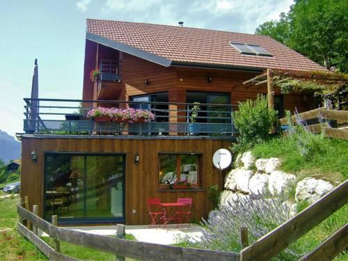 Gîte Le Cerf de Belledonne : Guest accommodation near Sainte-Agnès