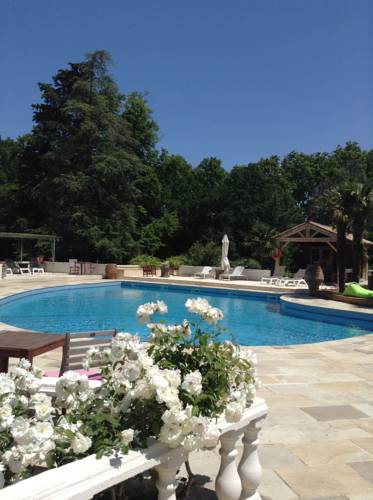 Chateau La Roque Margaux : Guest accommodation near Montblanc