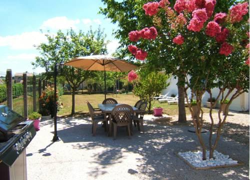 Gîte L'Hirondelle : Guest accommodation near Avensan