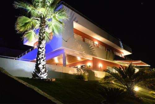 Studios de luxe + piscine (2 à 6 personnes) : Apartment near L'Escarène
