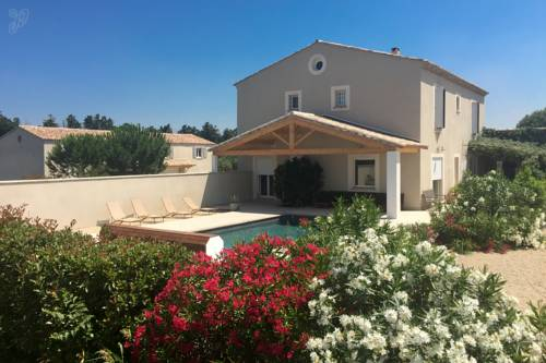 Domaine des Chenes Truffiers : Guest accommodation near Bellegarde