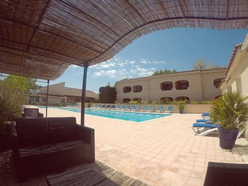 Les Cigalous : Guest accommodation near Salavas