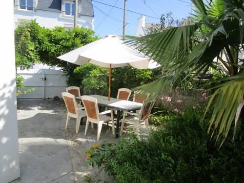 Holiday Home Rue de l'Ecole des Filles : Guest accommodation near Treffiagat