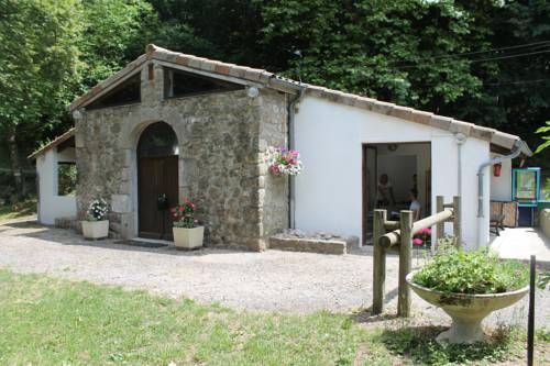 Camping Le Pré Coulet : Guest accommodation near Issamoulenc