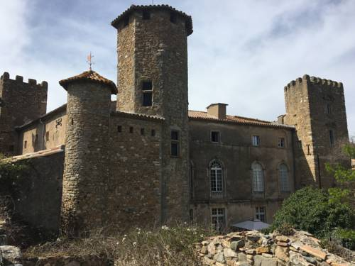 Château d'Agel chambres d'hôtes : Bed and Breakfast near Aigues-Vives