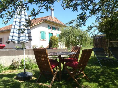 Gite du gros pommier : Guest accommodation near Le Vermont