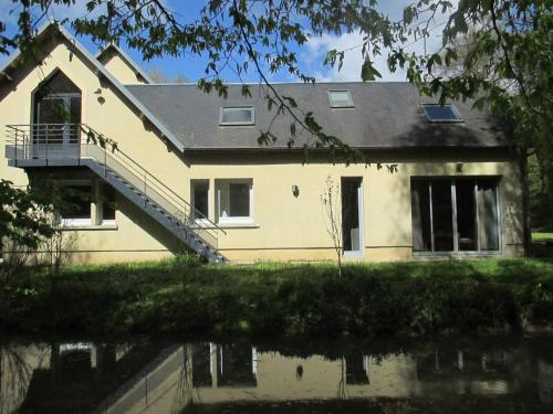 Holiday home bis route de Saint Quentin : Guest accommodation near Vendeuil