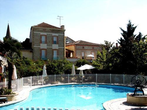 Hôtel Résidence Larroque : Hotel near Nègrepelisse