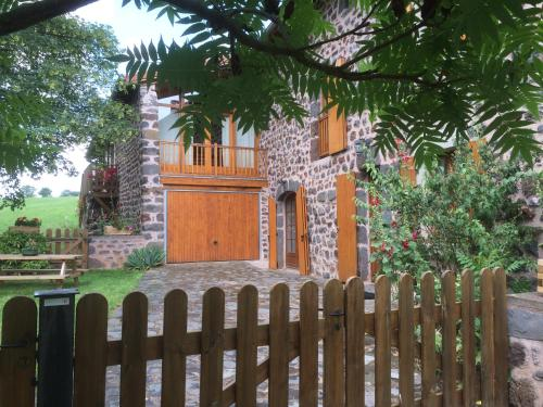 Ferme renovee Puy en Velay : Guest accommodation near Cayres