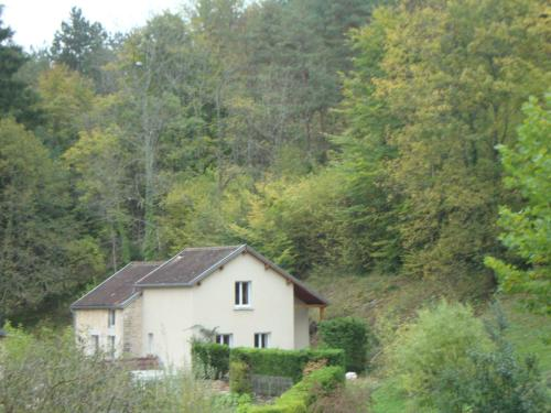 Le Repaire de la Commelle : Guest accommodation near Fraignot-et-Vesvrotte