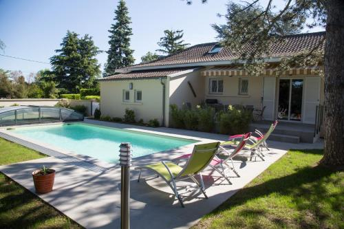 Au Clos Beausejour : Bed and Breakfast near Saint-Maurice-l'Exil