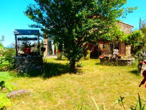 Jadis et le Jardin d'Hespérides : Guest accommodation near Rochefourchat