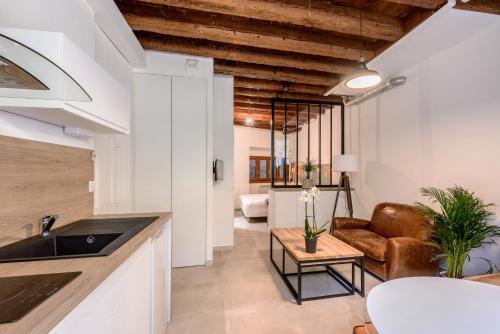 Luckey Homes - Montee du Garillan : Apartment near Lyon 5e Arrondissement