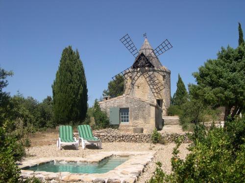 Moulin de maître Cornille : Guest accommodation near Saint-Hilaire-d'Ozilhan