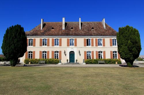 Château du Bourbet : Bed and Breakfast near Combiers