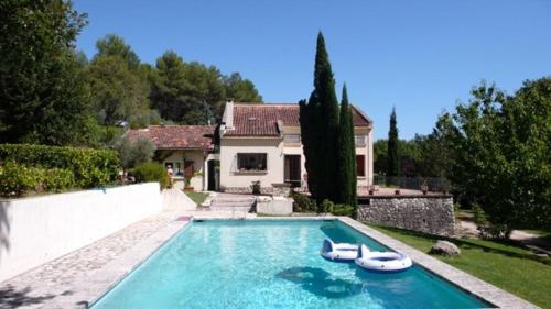 Villa avec piscine à Aix en Provence : Guest accommodation near Châteauneuf-le-Rouge