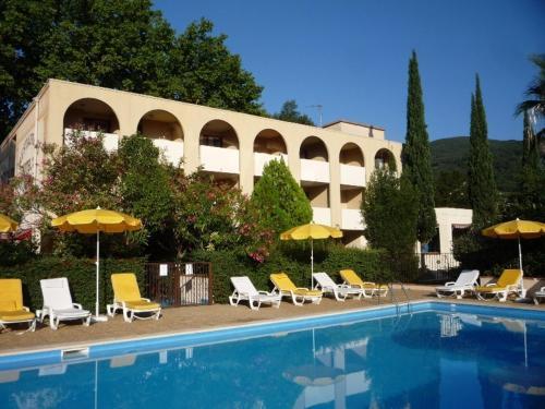 Le Roussillon : Hotel near Montbolo