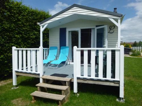 Camping Au Clos de Beaulieu : Guest accommodation near Dangé-Saint-Romain